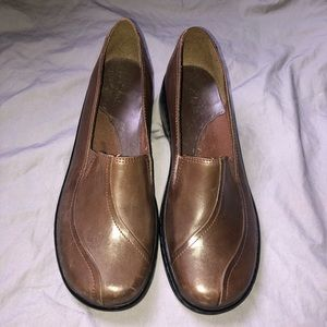 CLARKS Brown Leather Slip On Comfort Shoes size 9